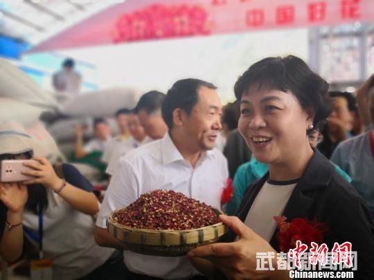 """甘肃陇南举办花椒节:""""川麻团""""集结北上""""寻麻味儿"""""""